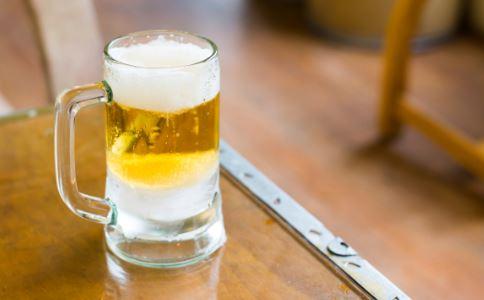 过量喝酒有哪些危害 喝酒要注意什么 解酒吃什么好