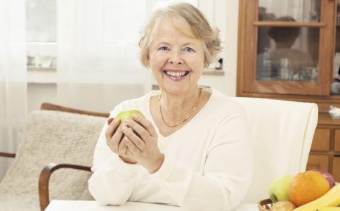 听力下降如何预防 听力下降怎么办 老人为什么听力下降