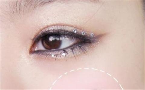 化妆的小技巧 如何化泪眼妆 泪眼妆的画法