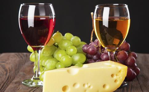女人喝葡萄酒的好处 女人喝葡萄酒有哪些好处 女人喝葡萄酒的禁忌