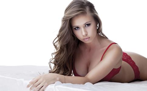 如何勾起男人的性欲 如何挑起男人的欲望 怎么勾起男人的性欲