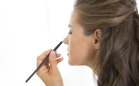 如何化裸妆 化妆的小技巧 化裸妆的小技巧
