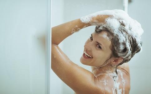 预防传染性软疣的方法 当心洗澡也能洗出传染性软疣 传染性软疣是什么原因引起的