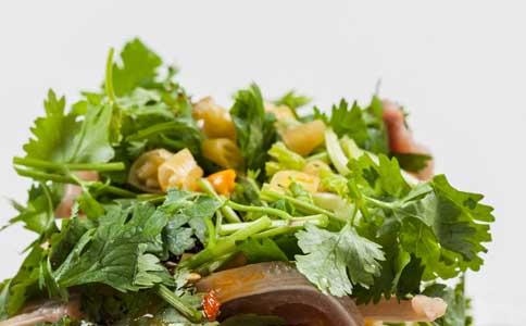 吃香菜有什么好处 香菜的功效 吃香菜的作用