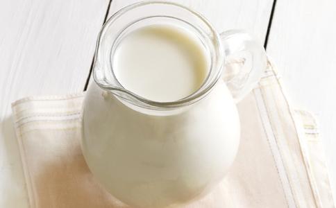 喝牛奶的最佳时间 什么时候喝牛奶最好 最好在什么时候喝牛奶
