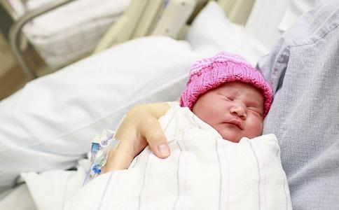 新生儿黄疸症状 新生儿黄疸有什么症状 新生儿黄疸的症状