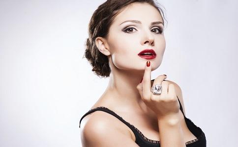 烟熏妆小技巧 如何画好烟熏妆 烟熏妆眼妆技巧