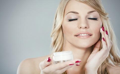 脸上皮肤干燥脱皮_脸上皮肤干燥怎么办