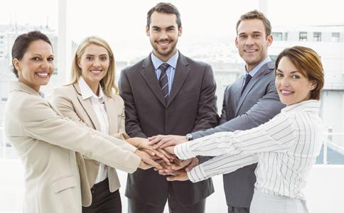 同事交流不能问哪些问题 如何与同事相处 同事相处不能问什么问题
