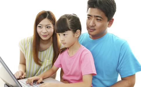 儿童过早接触电子产品有什么影响 如何培养子女 如何让孩子健康成长