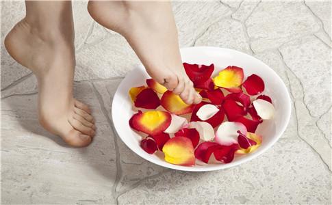 手脚冰凉的人易得癌 手脚冰凉的人易得癌症 如何赶走体寒