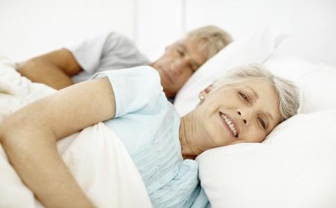 老年夫妻同床睡老年夫妻同床睡的好處老年夫妻為什麼要同床睡