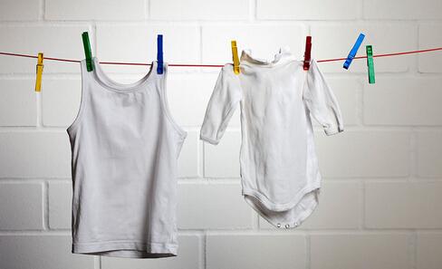 衣服上的油渍怎么去除小窍门 衣服上有油渍去除小窍门 如何去除衣服