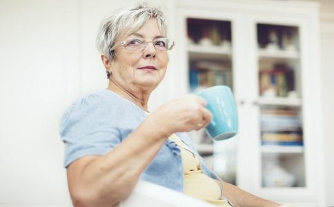 老人适合喝什么茶 老人喝茶能降压 老人喝茶的好处