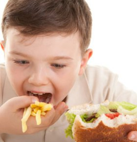 5岁女孩得癌症 竟是这些食品惹得祸
