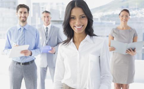 办公室冲突怎么办 同事起冲突怎么办 如何缓解同事紧张关系