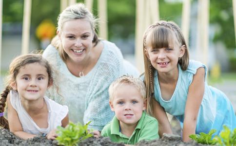 如何培养孩子的交际能力 培养孩子的领导能力 如何让孩子快乐成长