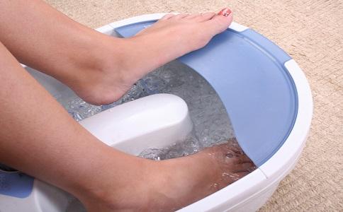 有脚气怎么办 治疗脚气的方法 脚气的症状
