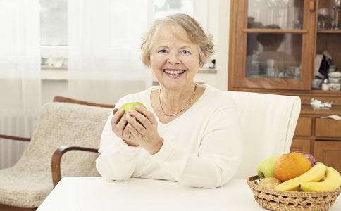 老人如何去除老年斑去除老年斑的方法什麼是老年斑