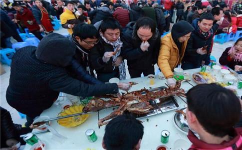 四千人吃烤全羊 四千人吃烤全羊获吉尼斯纪录 冬季吃羊肉有什么好处