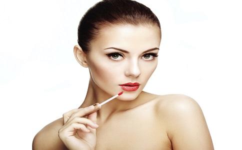 如何画好红唇妆 红唇妆步骤 红唇妆小技巧