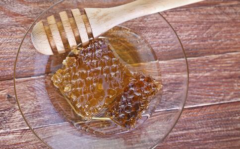 蜂蜜洗脸的正确方法 越洗越漂亮