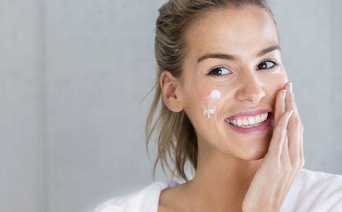 补水面霜 补水面霜的使用方法 补水面霜和乳液的差异