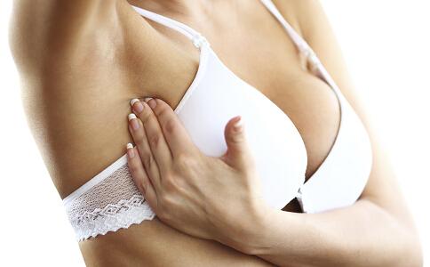 精油豐胸按摩要記住那些動作 精油豐胸按摩的方法 精油可以豐胸按摩嗎