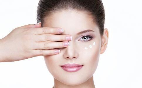 眼霜的使用误区 眼霜的使用方法 眼霜的错误使用方法
