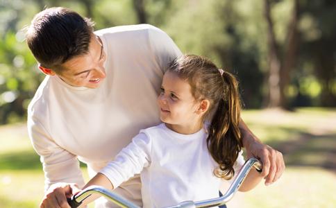 新爸如何培养亲子感情 如何与宝宝亲密互动 如何培养亲子感情