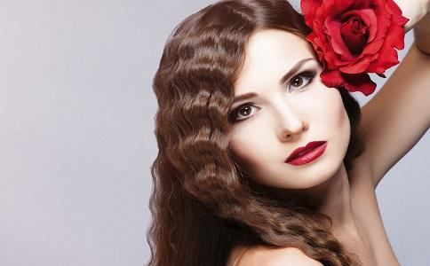 脸上有黑斑怎么办 女性祛除黑斑的方法有哪些 如何祛除脸上的黑斑
