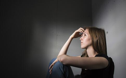 女性经常熬夜留意内分泌失调。