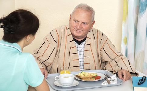 照顧老人的誤區老人走路慢正常嗎如何照顧老人