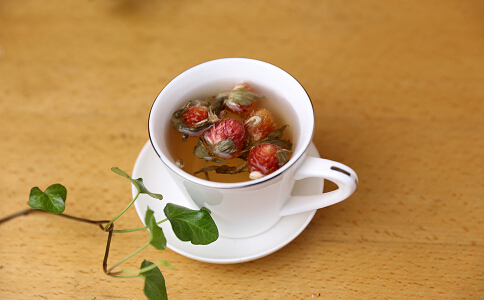 女人在春天喝四种花茶时应该注意什么?