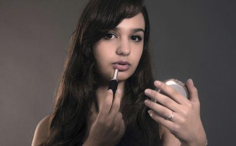 如何化好唇妆 化唇妆的方法 唇妆怎么化