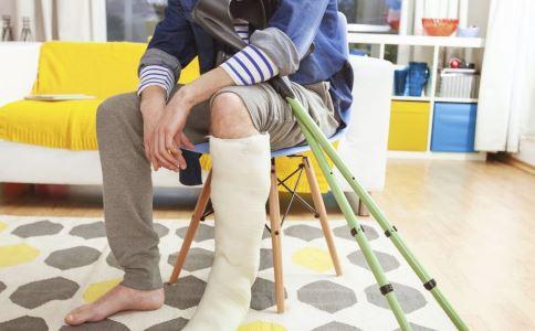 为什么会骨折 骨折的原因有哪些 骨折吃什么好