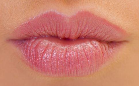 性感的唇妆怎么画 如何画一个性感的唇妆 唇妆的画法