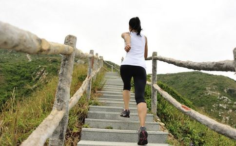 爬山好么 爬山有什么好处 爬山要注意什么