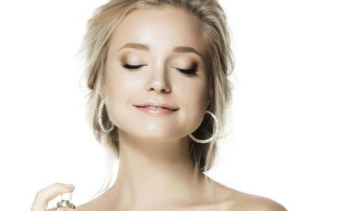 如何正确使用爽肤水 使用爽肤水的方法 如何养护肌肤