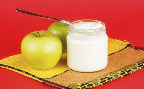 酸奶加上這些水果可以豐胸 酸奶怎麼吃可以豐胸 酸奶豐胸的方法