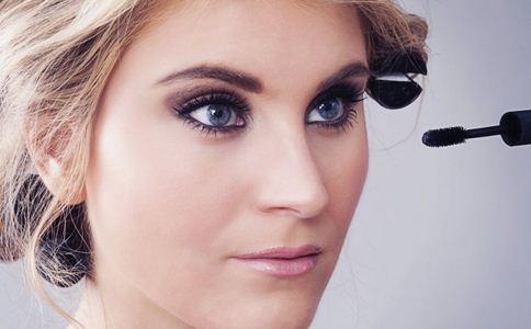 怎么把眼睛化大 大眼妆怎么化 化妆的误区有哪些