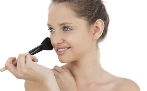 怎么化出小清新妆容 化妆注意哪些 怎么选购化妆品