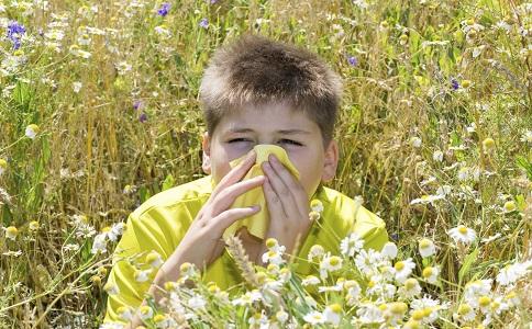 春季容易过敏吃什么食物好 过敏的症状有哪些 春季该如何预防过敏