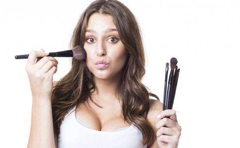 怎样化妆不伤肌肤 化妆注意事项 购买化妆品注意哪些