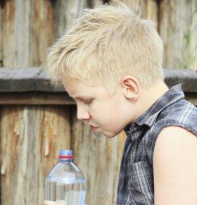 儿童自闭症怎么治疗 自闭症治疗方法 自闭症是如何造成的