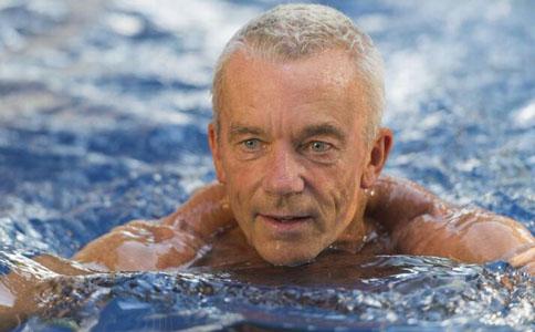 遊泳有什麼好處 遊泳能延長勃起時間嗎 如何預防勃起障礙