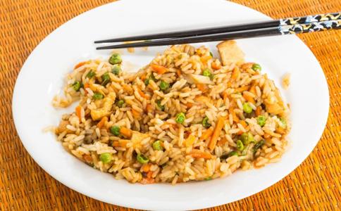 胡萝卜炒饭的做法 胡萝卜炒饭怎么做 胡萝卜炒饭做法大全