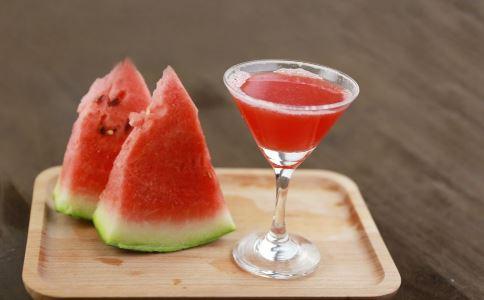 夏天吃什么水果好 夏天吃西瓜好么 最适合夏天吃的水果