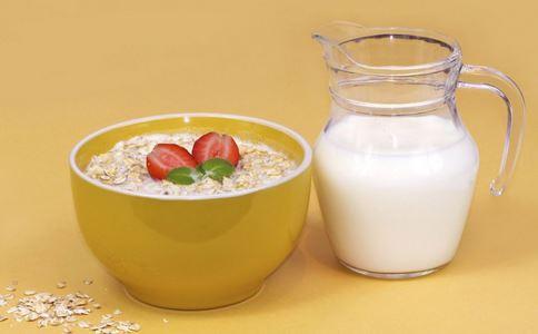 什么时候喝牛奶好 喝牛奶有什么好处 喝牛奶有什么禁忌