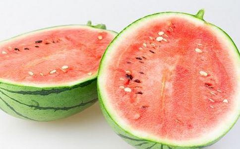 夏季如何吃西瓜 夏季吃西瓜有什么方法 吃西瓜有什么好处
